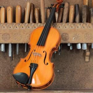 Smerfowe-skrzypce-przod