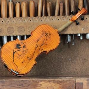 Smerfowe-skrzypce-tyl